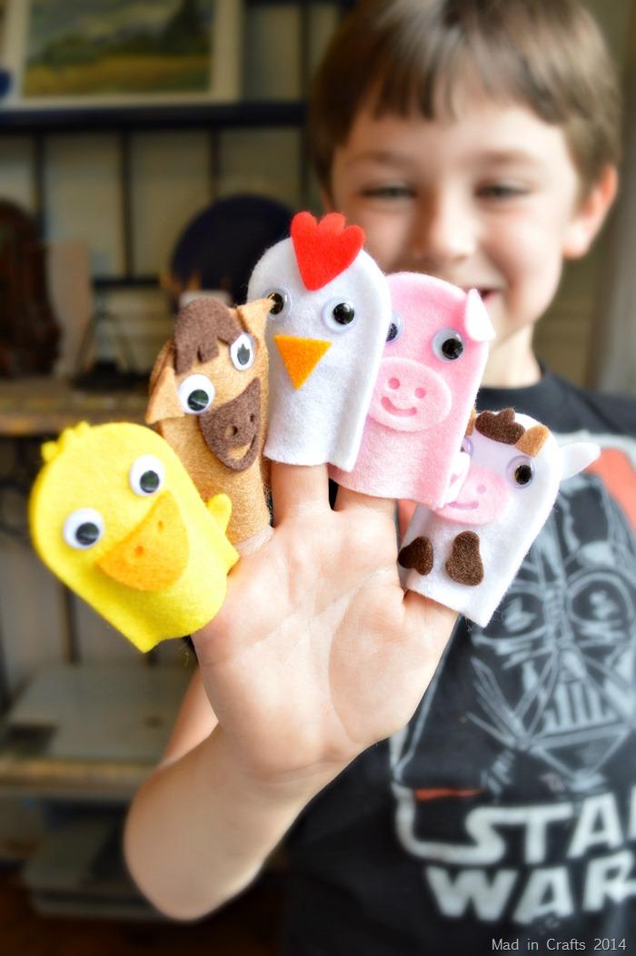 Kiwi Crate Playing with Puppets #KiwiSummerFun #ad