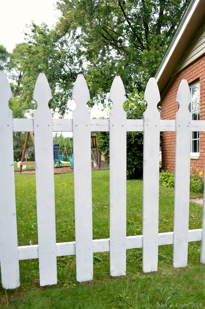How to Spray Paint a Fence