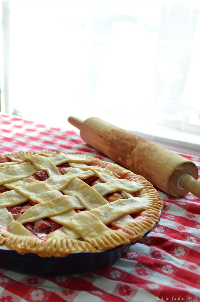 Simple Homemade Strawberry Rhubarb Pie