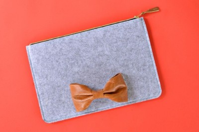 LEATHER BOW FELT CLUTCH