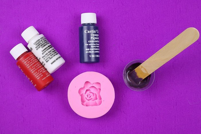HOW USE RESIN IN A SILICONE MOLD