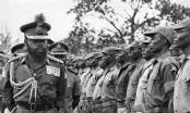 Ojukwu . Biafran Head of State inspecting guard of honor in Biafra