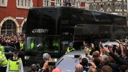 United team bus attacked by West Ham fans near Upton Park before match 2