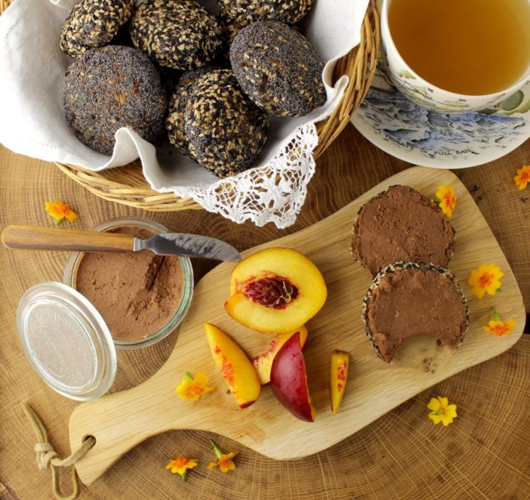 Glutenfrie boller med kastanjemel og kikærtemel og kikærtespread med dadler og kakao - Vegansk opskrift - Mad med glød