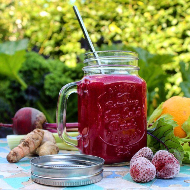 Rød power smoothie - Plantebaseret / Vegansk opskrift - Mad med glød