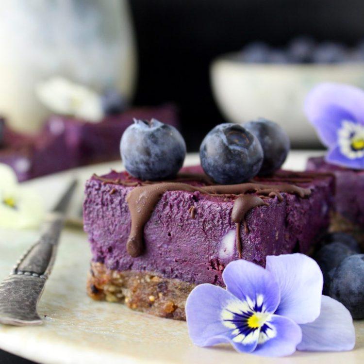 Blåbær rawcake - Plantebaseret / Vegansk opskrift - Mad med glød
