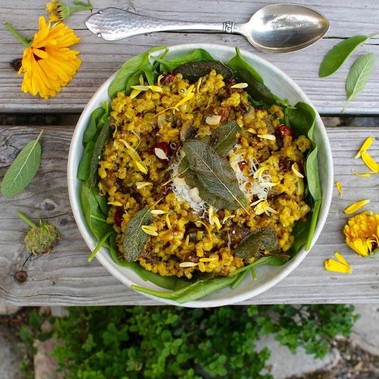 Speltotto med svampe, nødder og salvie - Mad med glød
