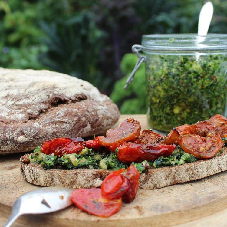 Grønkålspesto opskrift - Plantebaseret og vegansk - Mad med glød