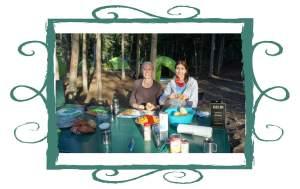Nadine und ich beim Küchendienst