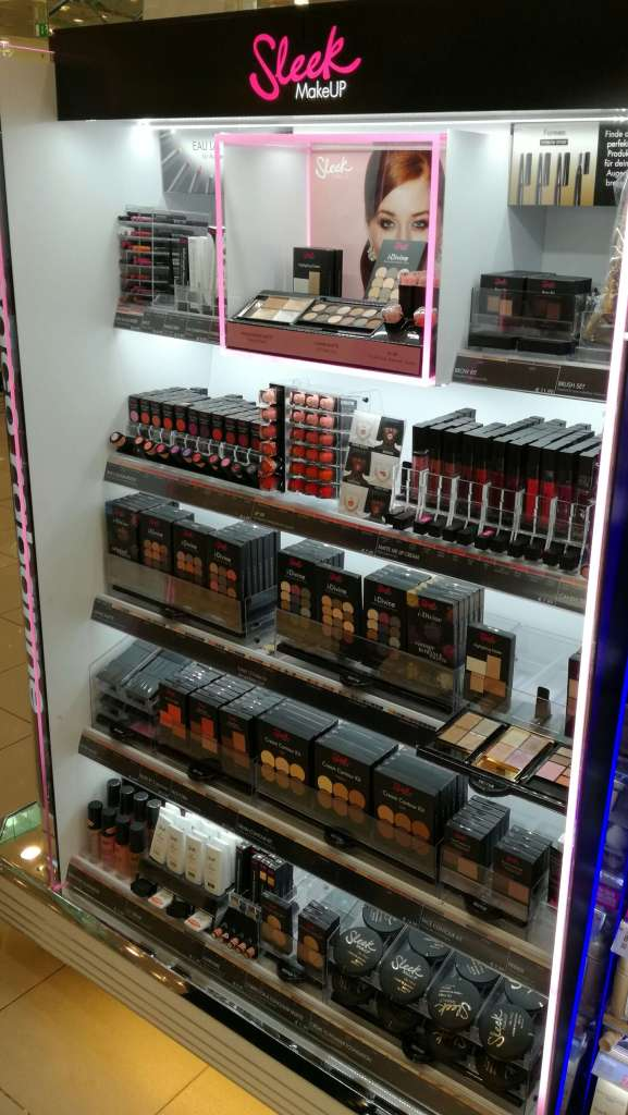 die Theke der Marke Sleek MakeUP® in einer Müller-Filiale (MHA Reinhard Müller HandelsGmbH)