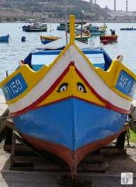 Fischerboot mit aufgemalten Augen in «Marsaxlokk» {Reisetagebuch Malta: Tag 03}