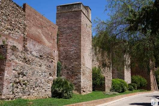 Málaga: Schritt für Schritt geht es den Pfad hinauf zum «Castillo de Gibralfaro» {Andalusien Reisetagebuch}