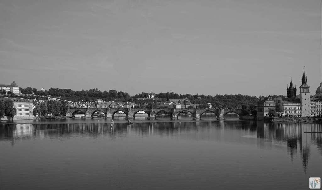 «Karlsbrücke» - «Karlův most»   schwarz-weiß-Fotografie {Reisetagebuch Prag}