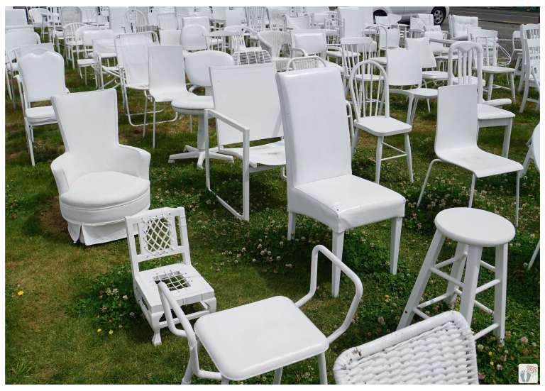 Denkmal «185 weiße Stühle» {Reisetagebuch «Roadtrip durch Neuseeland mit dem Bus»: «Christchurch»}