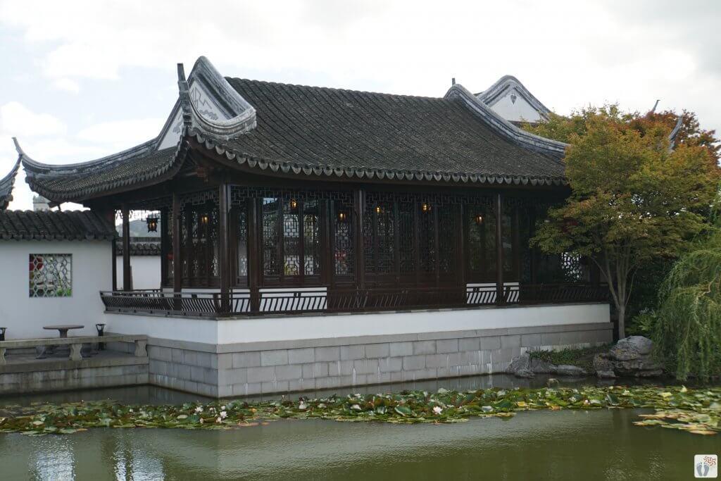 im chinesischen Garten: Haupthaus/Teehaus {Reisetagebuch «Roadtrip durch Neuseeland mit dem Bus»: «Dunedin»}