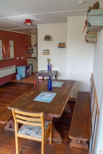 Essbereich im «Tailor Made Tekapo Backpackers Hostel» {Reisetagebuch «Roadtrip durch Neuseeland mit dem Bus»: Tekapo}
