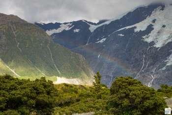 Hooker Valley mit Regenbogen {Reisetagebuch «Roadtrip durch Neuseeland mit dem Bus»: Aoraki-Mount Cook}