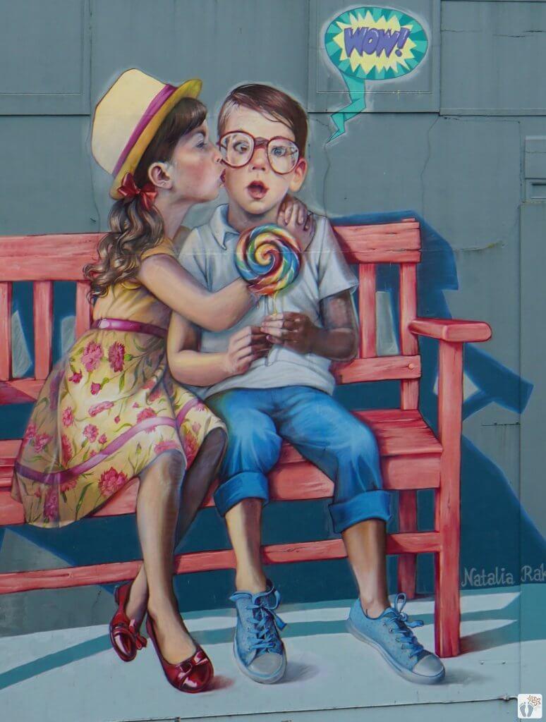 Street-Art | Künstlerin: Natalia RAK | Lage: Bond Street 48 {Reisetagebuch «Roadtrip durch Neuseeland mit dem Bus»: «Dunedin»}