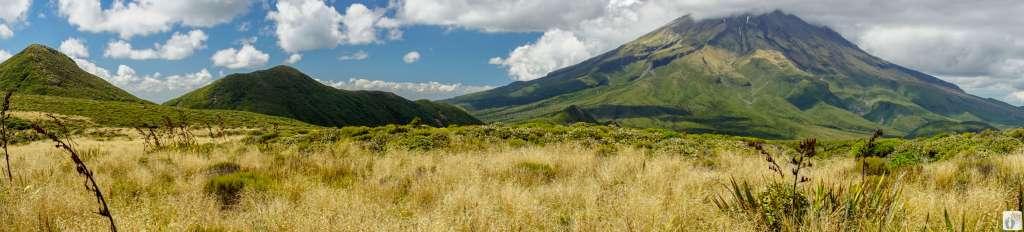 Mount Taranaki - Mount Egmont: Panoramablick {Reisetagebuch «Roadtrip durch Neuseeland mit dem Bus»}