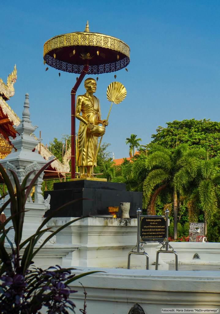 Wat Phra Singh in Chiang Mai: Kruba Srivichai Monument (Reisetagebuch «Thailand als Alleinreisende ohne Roller entdecken»)