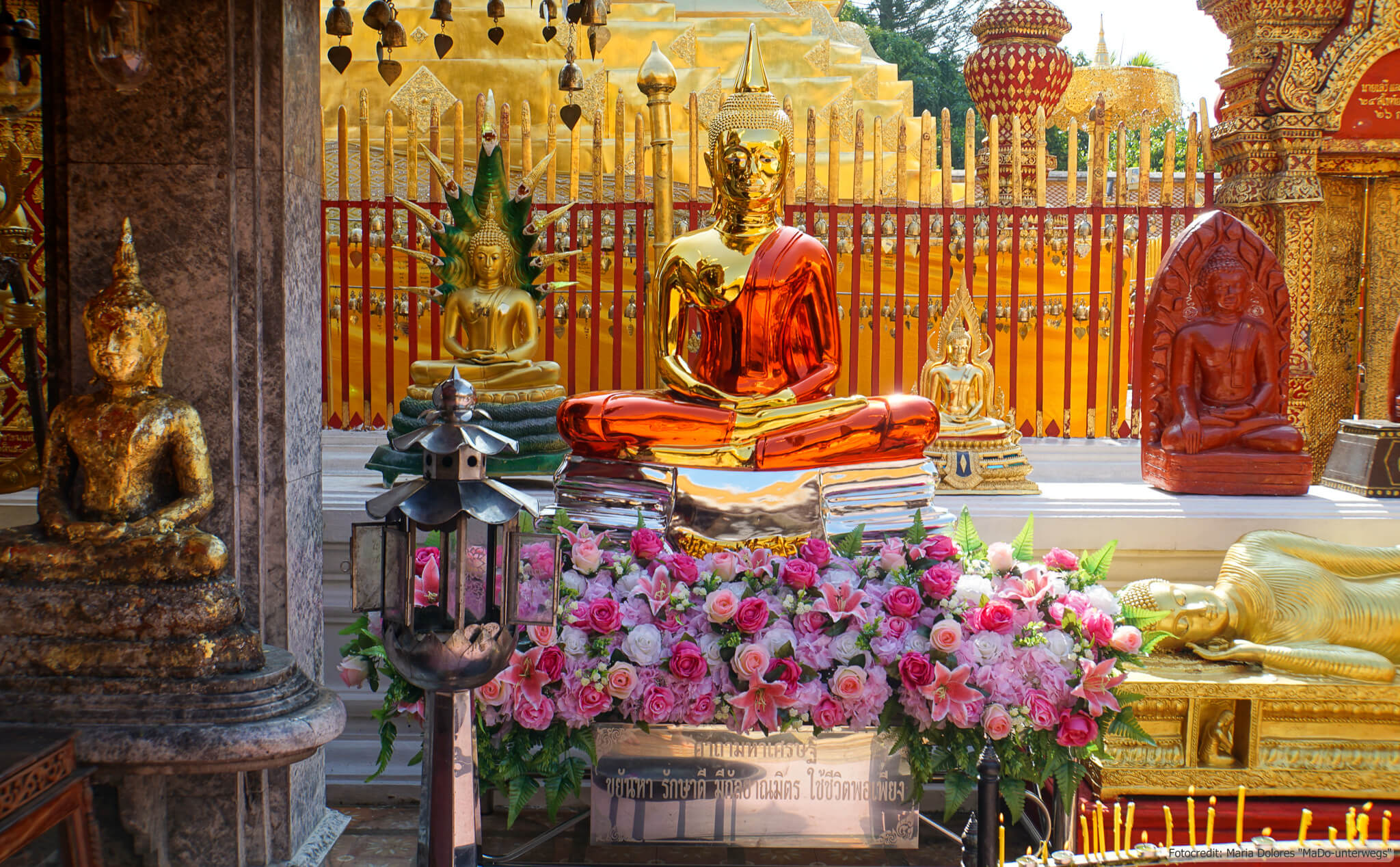 Wat Phra That Doi Suthep bei Chiang Mai: Buddhafiguren (Reisetagebuch «Thailand als Alleinreisende ohne Roller entdecken»)