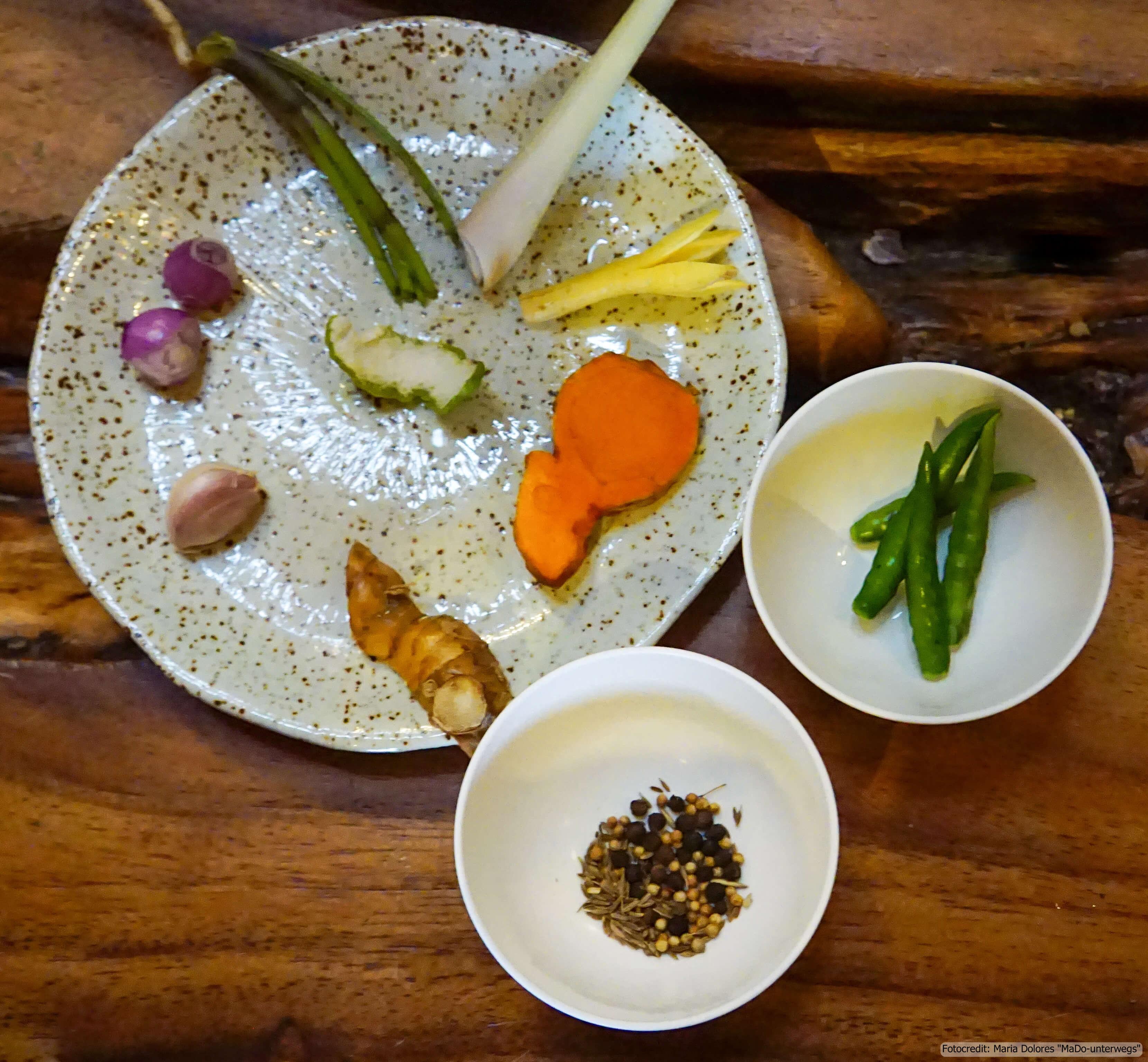 Zabb-E-Lee Thai Cooking School: Zutaten für die green curry paste (Reisetagebuch «Thailand als Alleinreisende ohne Roller entdecken»)