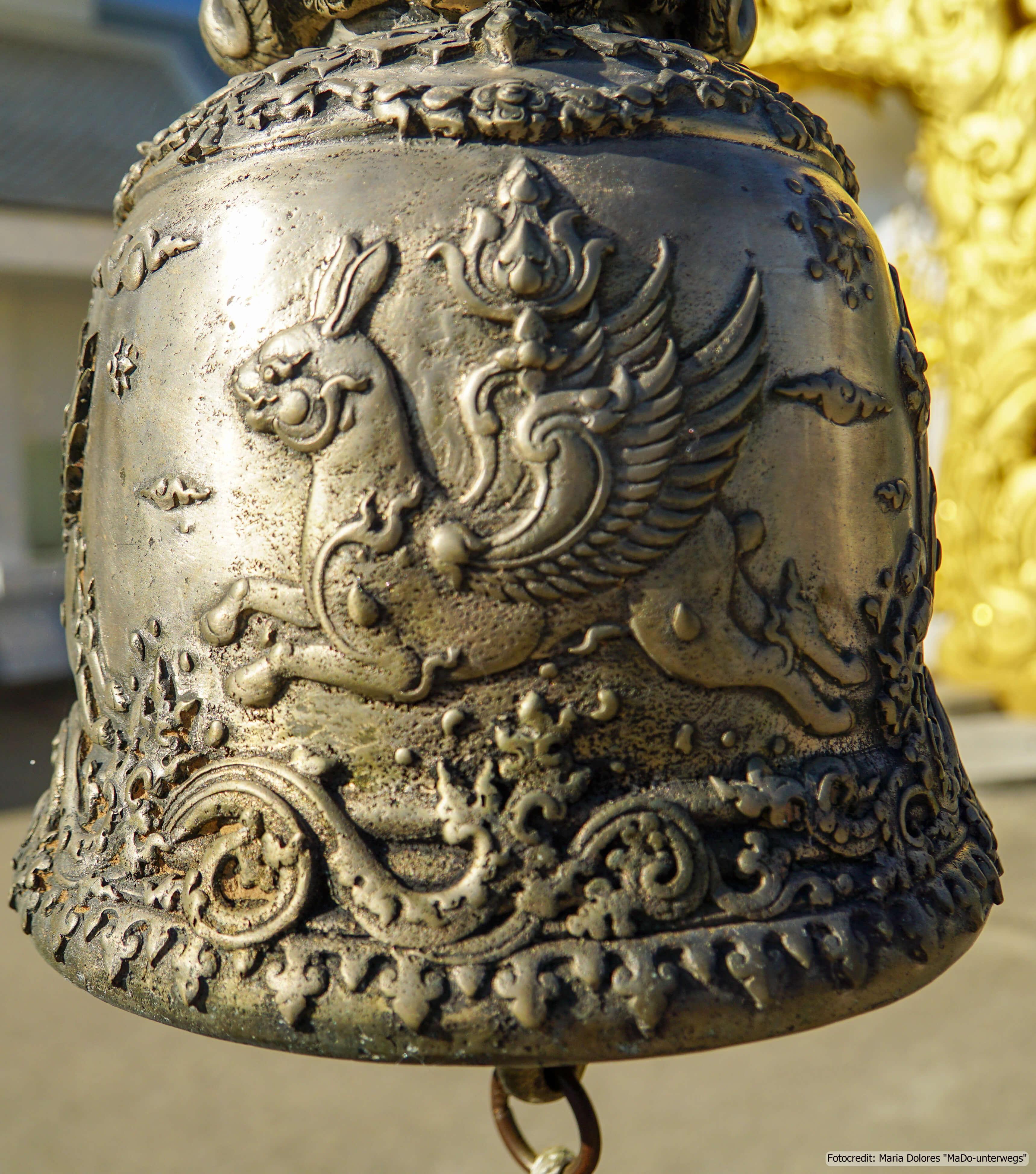 Wat Rong Khun (Weißer Tempel) in Chiang Rai - Glocke (Reisetagebuch «Thailand als Alleinreisende ohne Roller entdecken»)