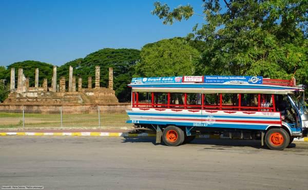 offener Holzbus - zwischen Old-Sukhothai und New-Sukhothai (Reisetagebuch «Thailand als Alleinreisende ohne Roller entdecken»)