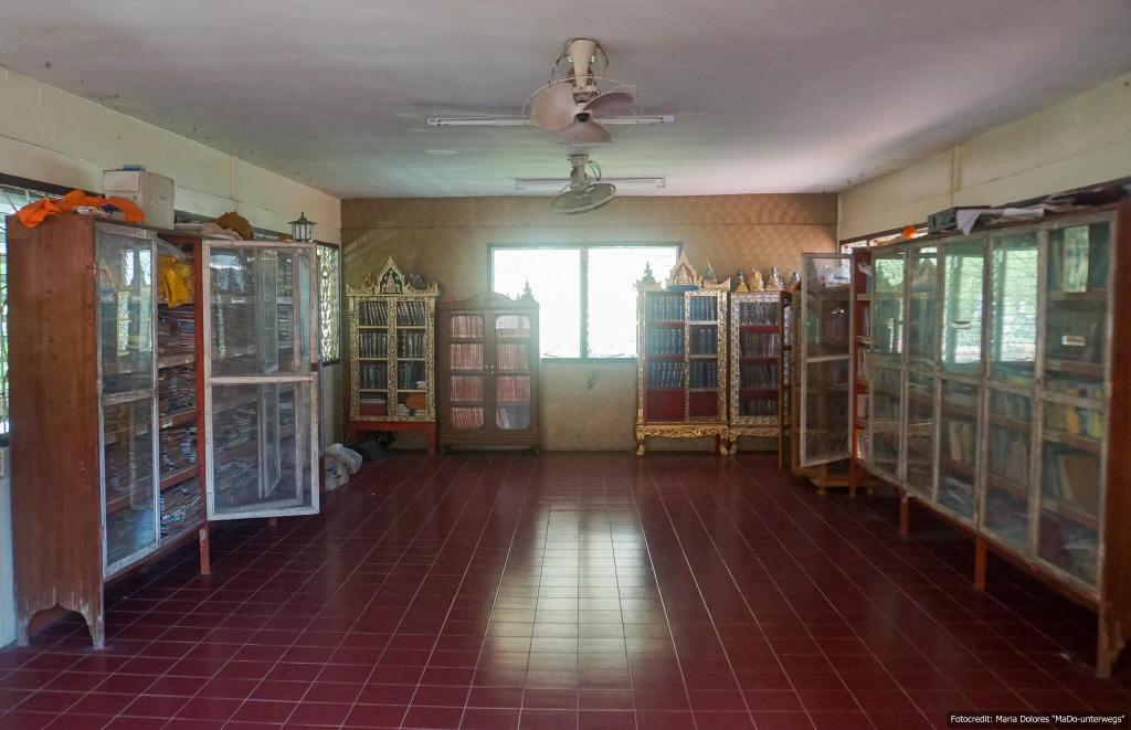 Wat Khao Rang in Phuket Town - Bücherei (Reisetagebuch «Thailand als Alleinreisende ohne Roller entdecken»)