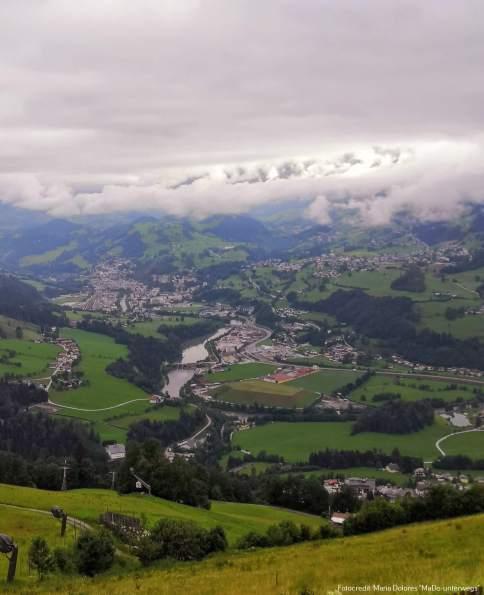 Blick in das Tal und auf die Bergwelt_Hotelpension Sternhof [10 Tage Roadtrip Salzburg]