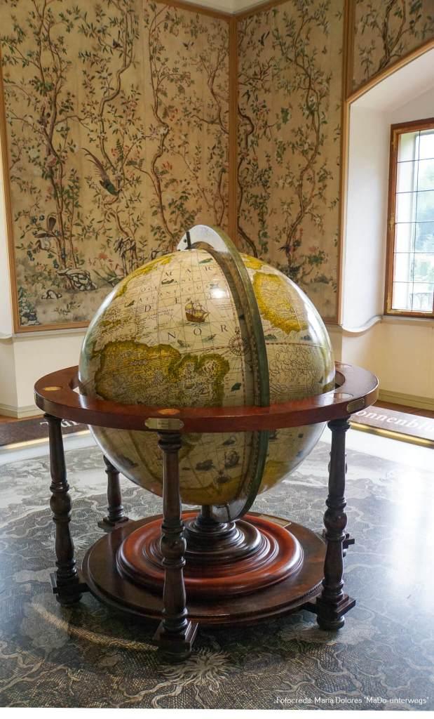 Schloss Hellbrunn: Replika eines historischen Globus [10 Tage Roadtrip Salzburg]