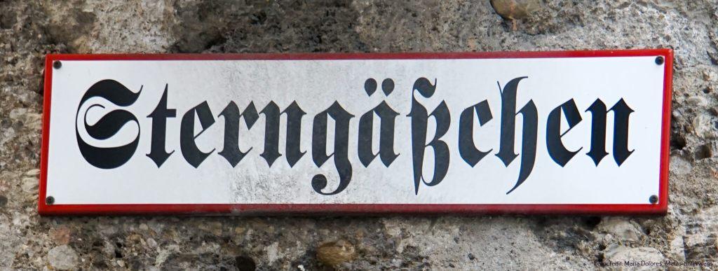 """Straßenschild """"Sterngäßchen"""" in der Altstadt [10 Tage Roadtrip Salzburg]"""