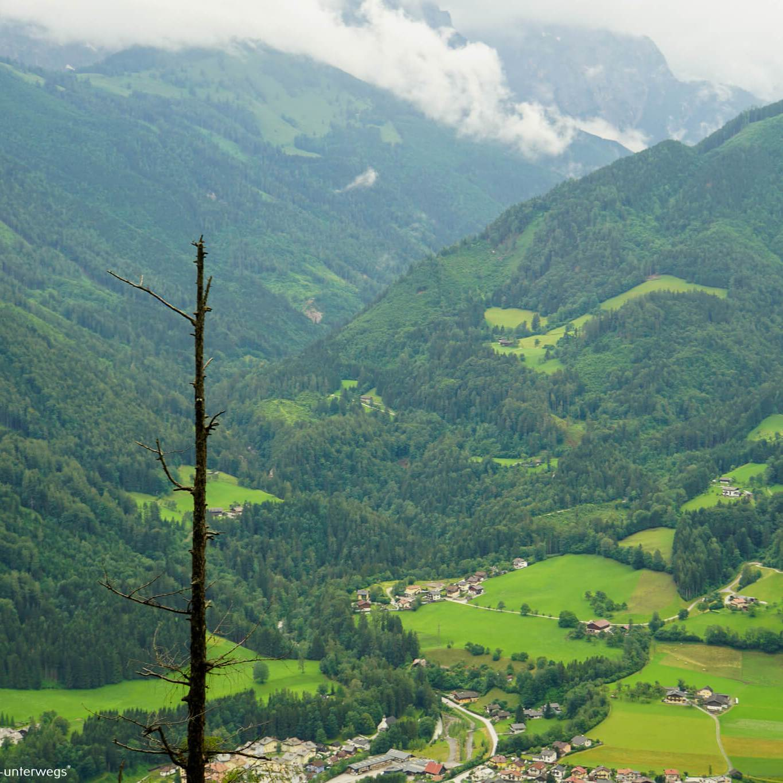 herrliche Fernsicht auf dem Weg zum Höhleneingang der Eisriesenwelt Werfen [10 Tage Roadtrip Salzburg]
