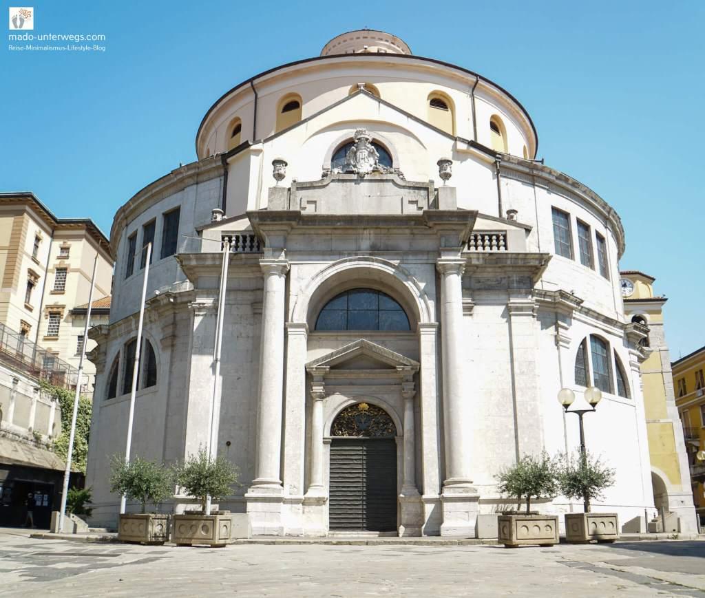 "Katedrala sv. Vida (Kathedrale des heiligen Vitus) in Rijeka / links oben der Text ""mado-unterwegs.com"""
