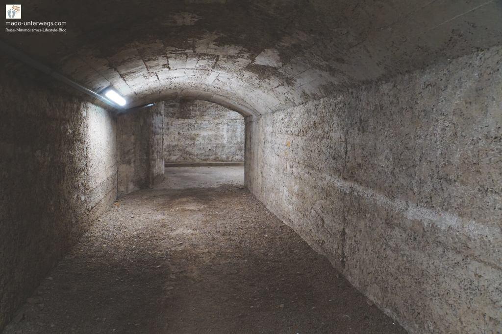 """Riječki Tunel (Rijeka-Tunnel) / links oben der Text """"mado-unterwegs.com"""""""