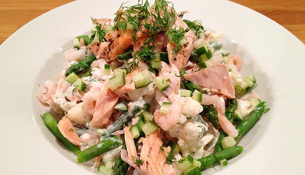 Laksesalat Sund Og Lækker Salat Med Laks Og Rejer Mad Og Have