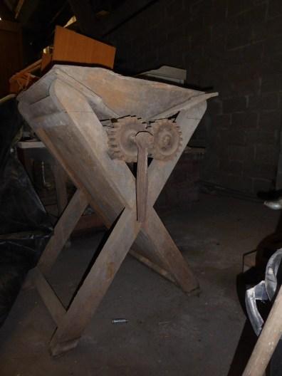 relooking création rouille Indus industriel meubles console bois machine ancienne broyeuse raisins