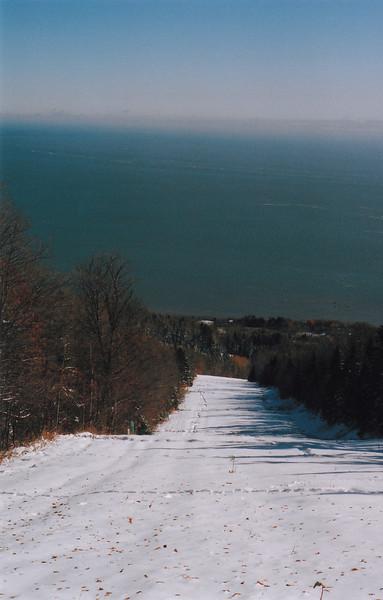 23 octobre 2008: Upper trail / Haut de la piste Petite-Rivière au Massif. This is where I decided to stop. More snow lower down / plus de neige plus bas.