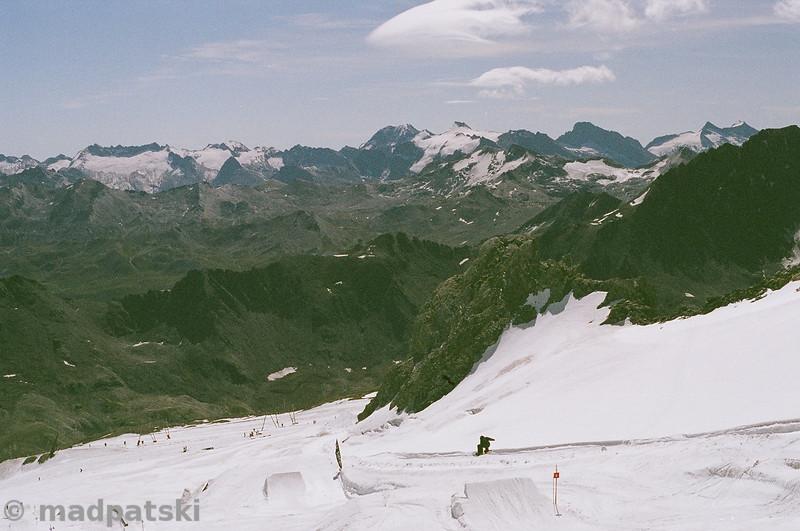 13 août 2011: Snowpark en haut du domaine skiable à Tignes.