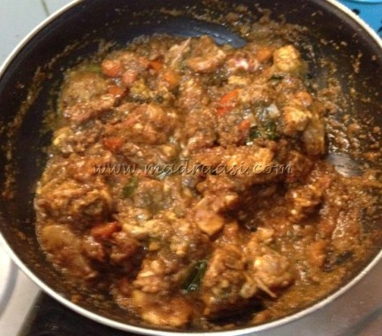 Chicken and tomato in paste