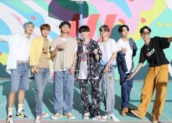 Bangtan Boys atau BTS (Boyband asal Korea).