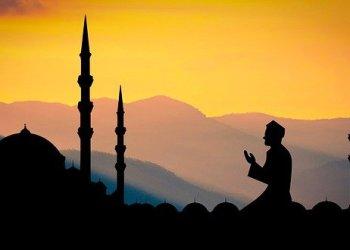 Gambar oleh mohamed Hassan dari Pixabay. Sumber Gambar: https://pixabay.com/id/photos/ramadan-masjid-islam-shikh-berdoa-3384043/