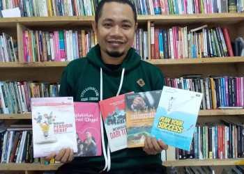 Direktur Eksekutif Penerbit Mitra Pemuda