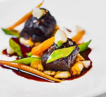 Rabo de toro estofado en vino tinto en More Restaurante Madrid