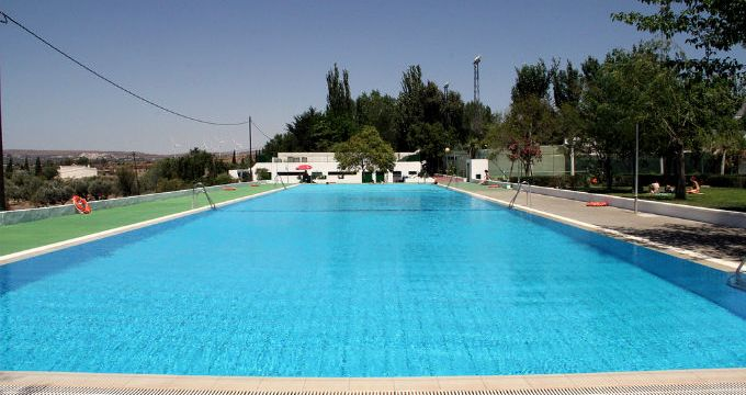 La capital ofrece una escuela acuática para personas mayores