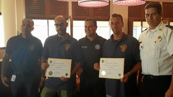 Dos agentes españoles, uno de una unidad de Madrid, rescatan durante sus vacaciones a un anciano de su vivienda en llamas en Puerto Rico