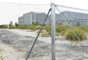 La parcela consta de 6.500 metros cuadrados y permite la instalación de 235 plazas en total.