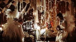 La compañía nipona 'Circo de sastre' trae a Madrid su espectáculo de luces, telas y música en directo