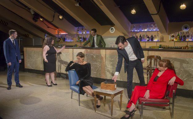 LAS CRÓNICAS DE PETER SANCHIDRIÁN en el Pavón Teatro Kamikaze