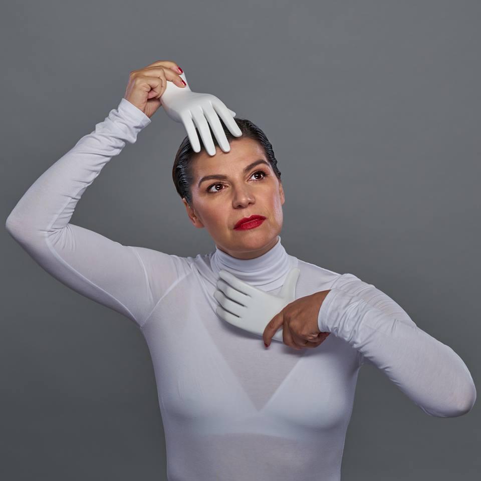 MÓNICA REGUEIRO es Carmen en TODAS LAS MUJERES.